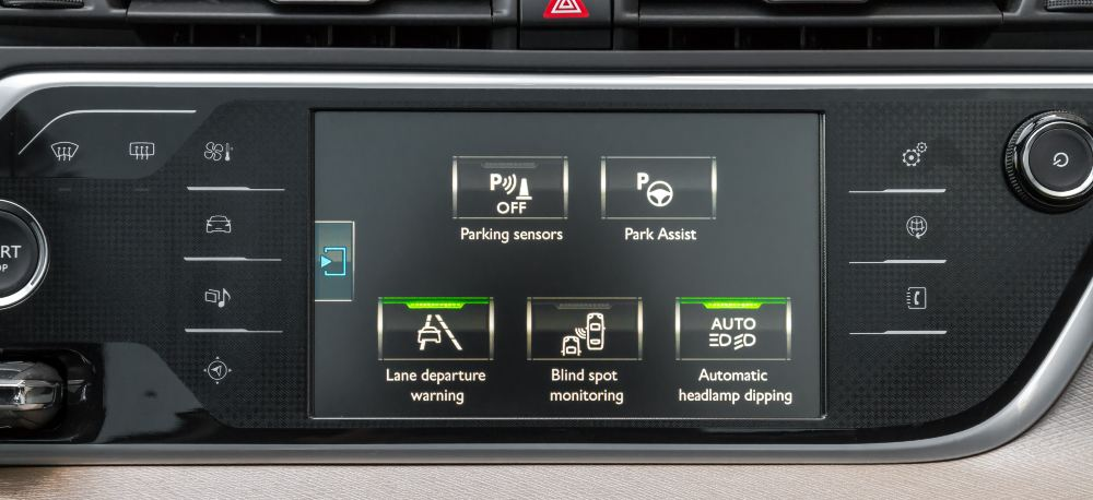Dash display of select car safety features